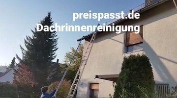 Reinigung Dachrinnen mit Wassersuager und Stange https://preispasst.de Erlangen Wendelstein