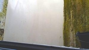Kellerlichtschacht-Reinigung