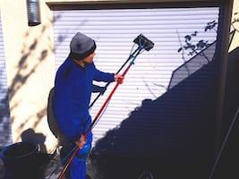 Reinigung eine Fensterrolladen https://preispasst.de/rolladenreinigung