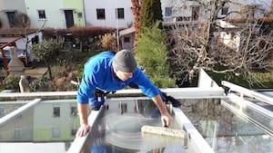 fensterputzer-aus-nuremberg-cleaning-glass-roof-www.preispasst.de