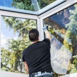 fensterputzer-reinigung-glas-in-wintergarten-www.preispasst.de/unsere-dienstleistungen