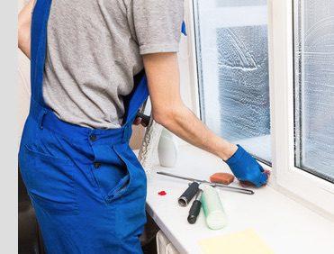 window-cleaner-cleaining-windows-germany-preispasst.de